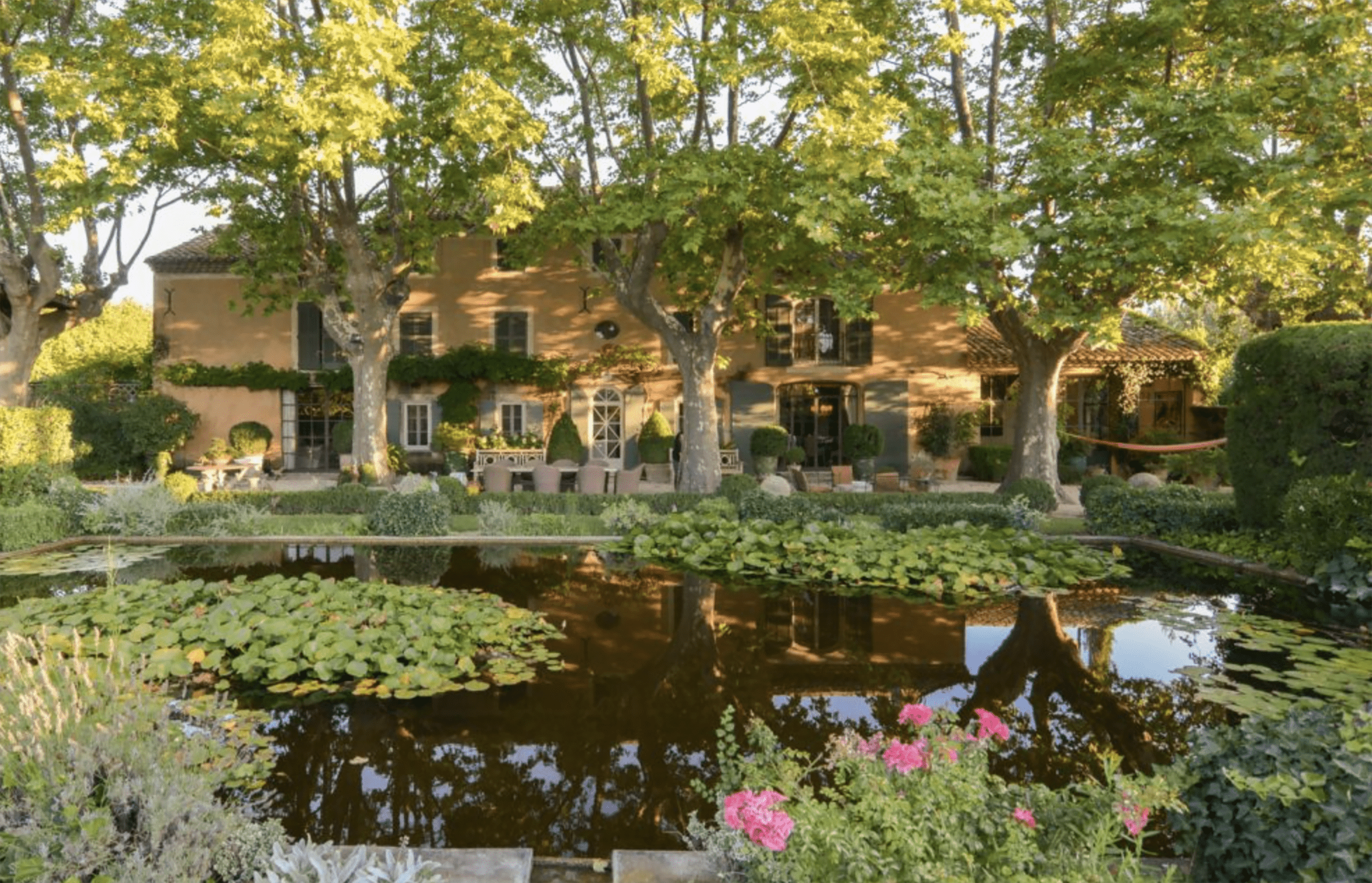 les confines the house and pond
