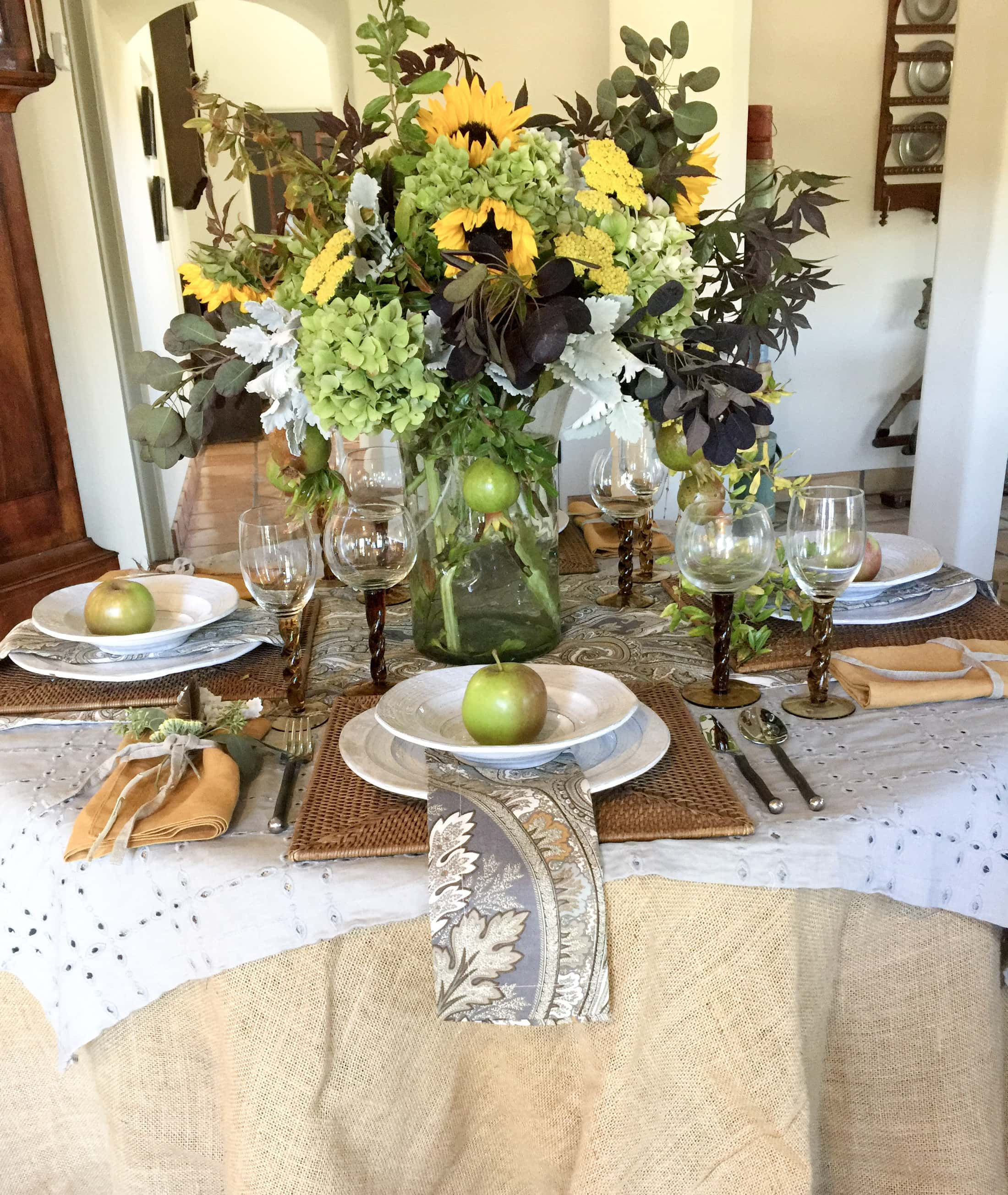 Beautiful fall floral centerpiece and tablescape for Thanksgiving