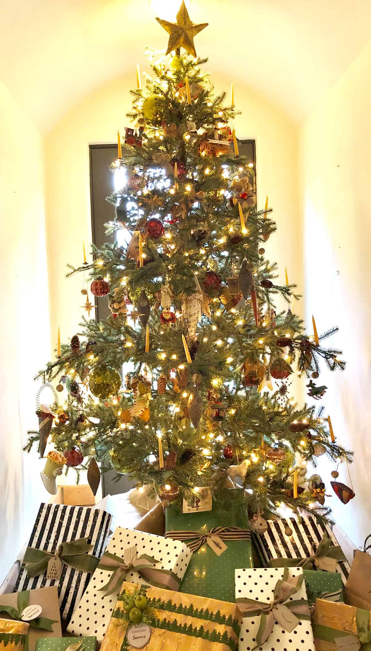 christmas tree with heirloom ornaments