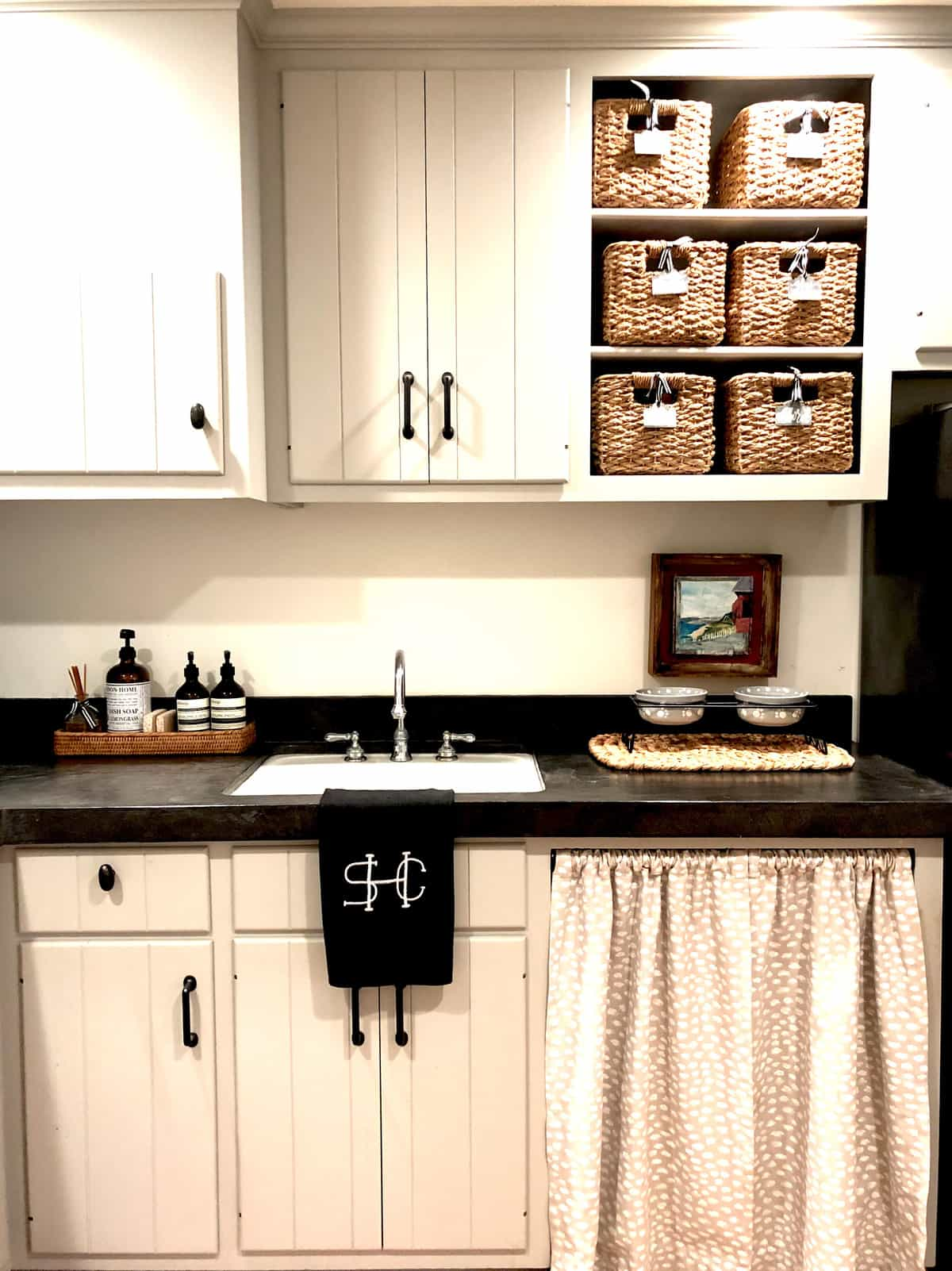 laundry room with skirt