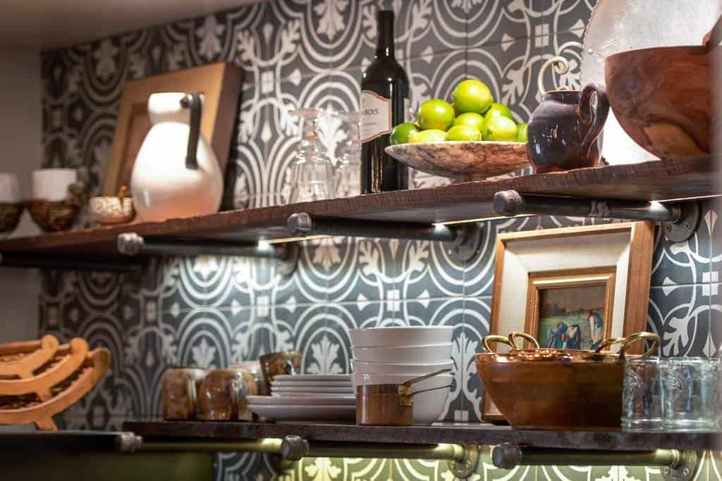 black and white kitchen shelves