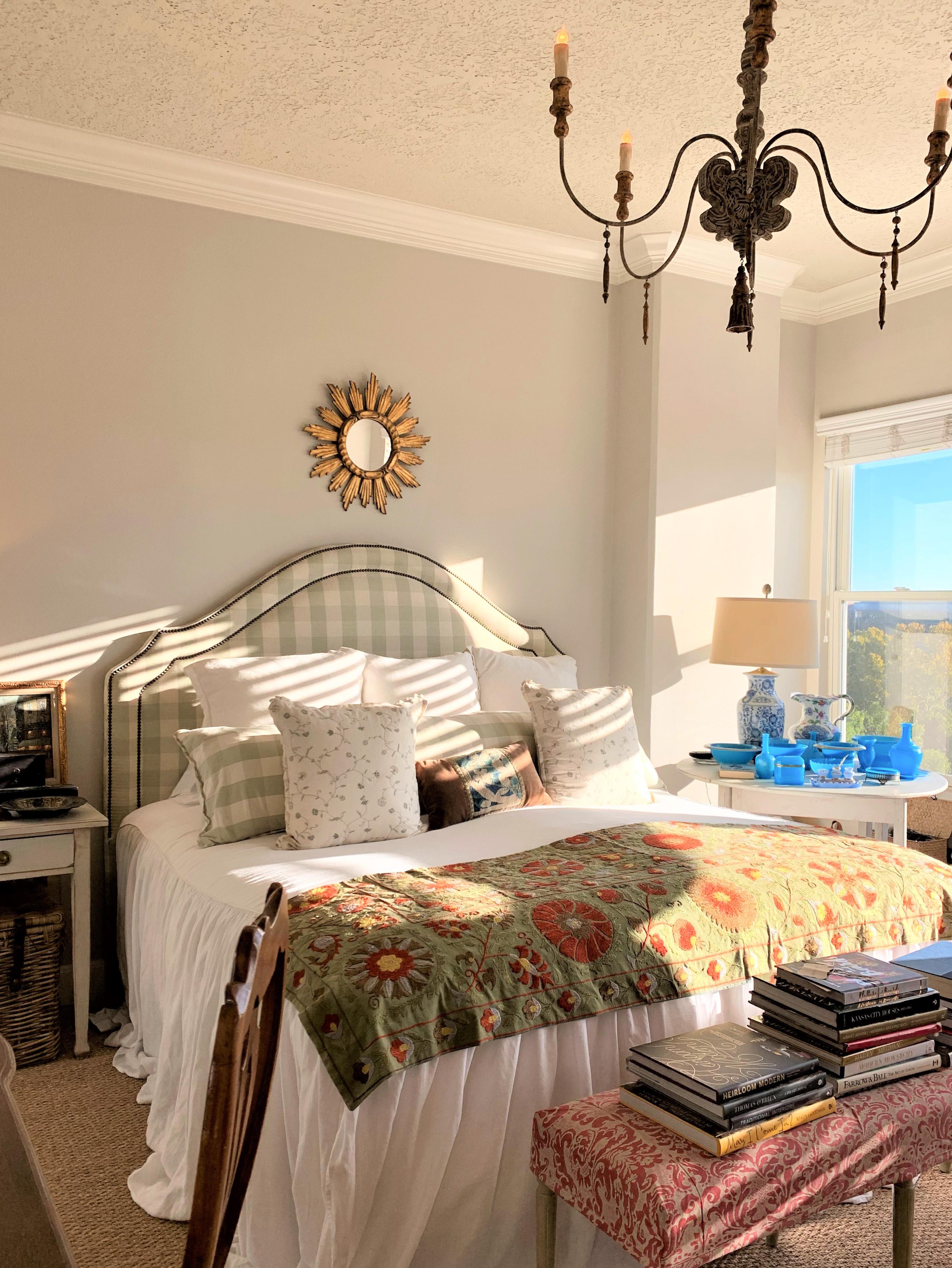 joni webbs master bedroom