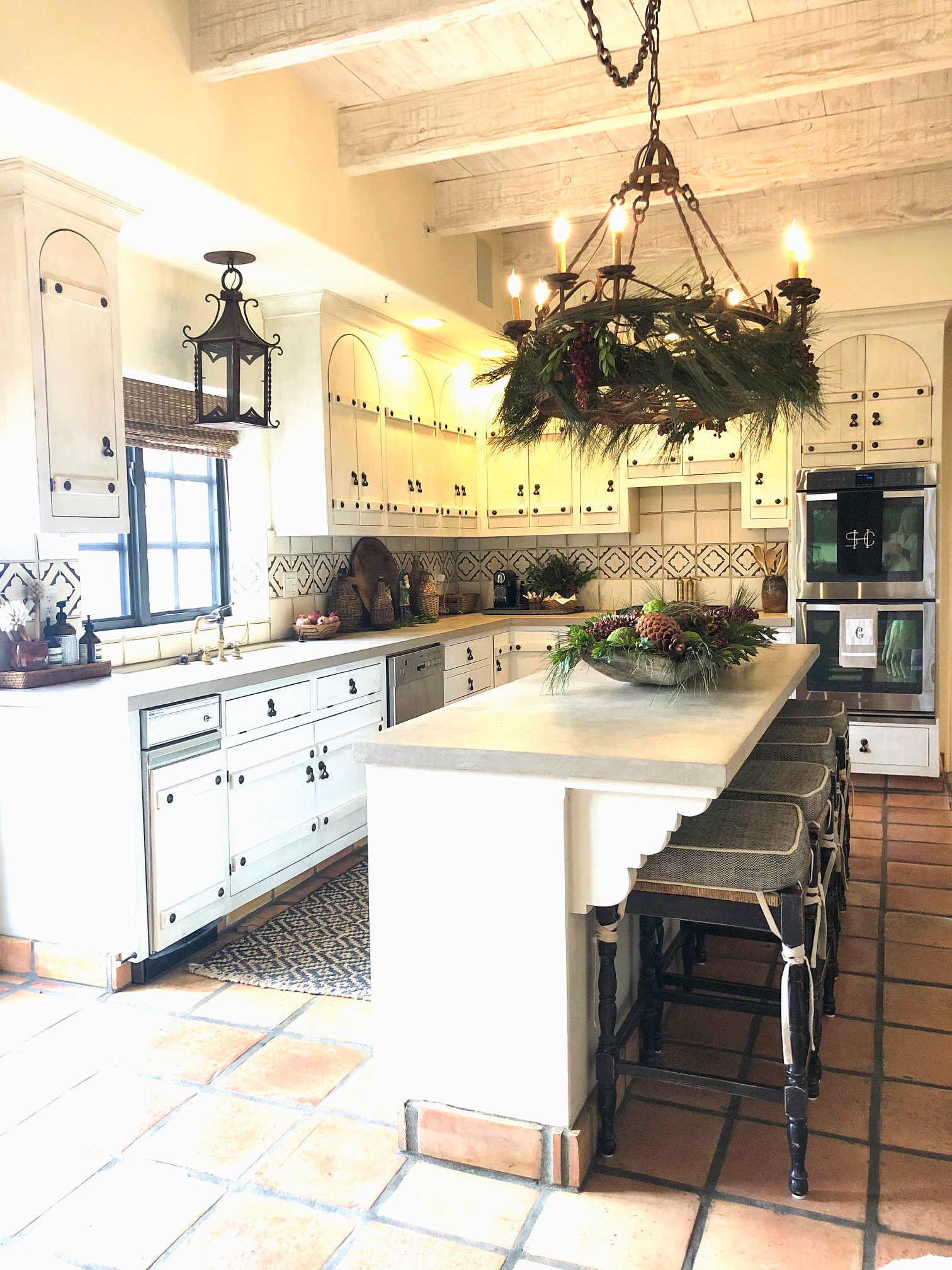cindy hattersley kitchen decorated for Christmas
