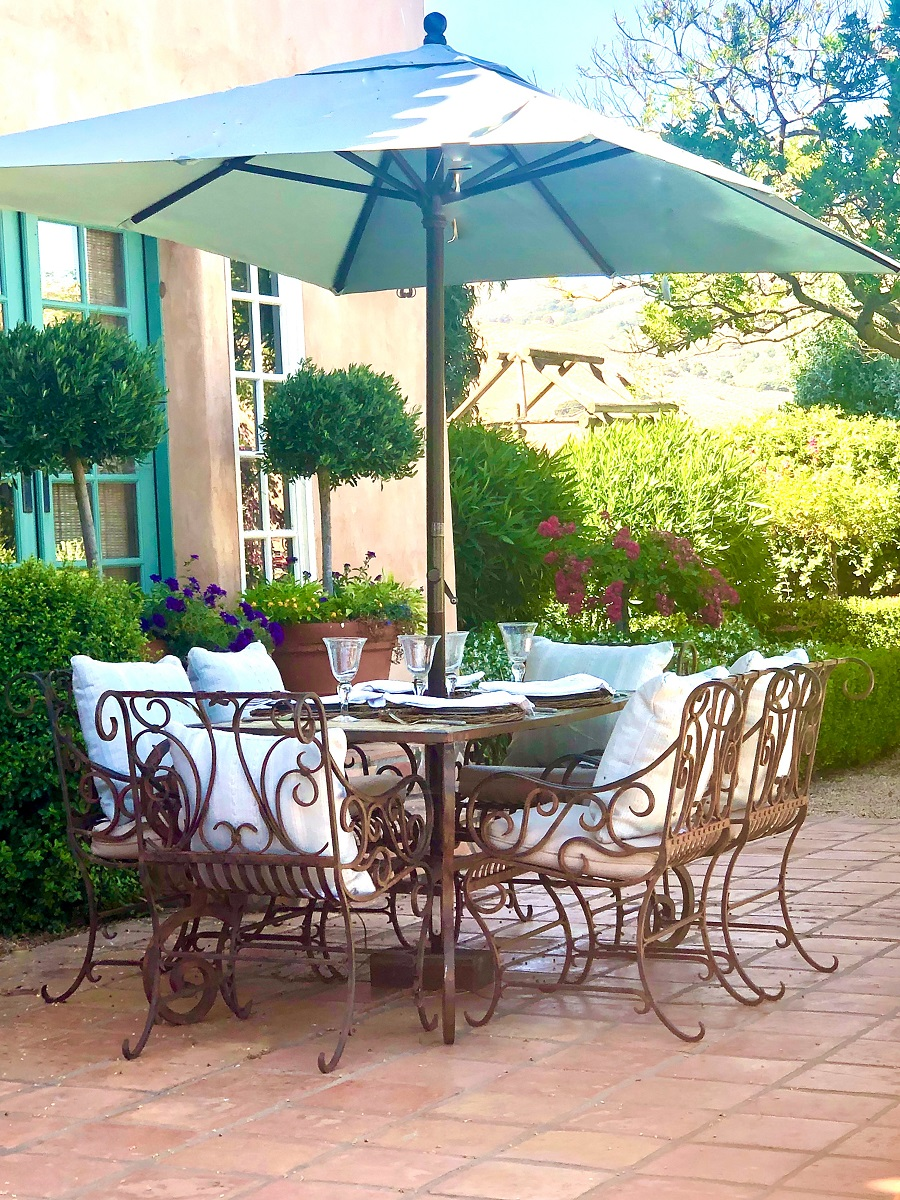 design blogger cindy hattersley's alfresco poolside table