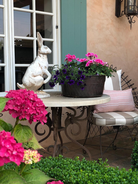 design blogger cindy hattersley's front porch vignette