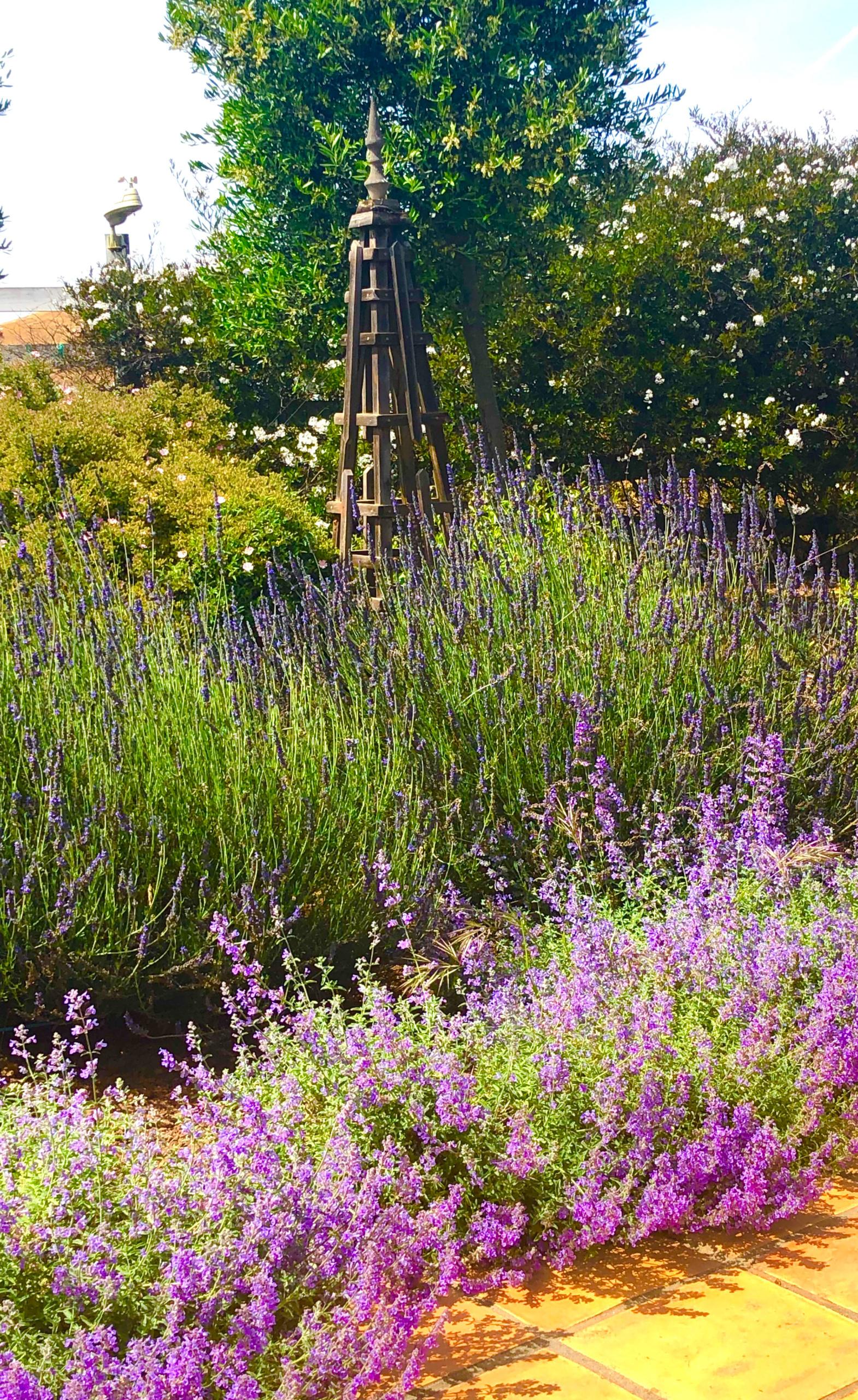 garden spire in design blogger cindy hattersley's beautiful garden