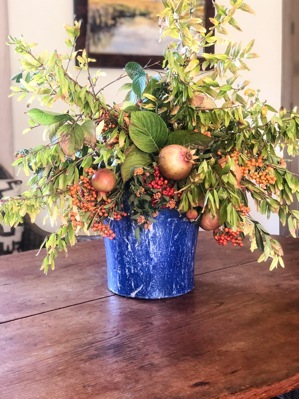cindy hattersley creates a simple diy floral arrangement with foraged florals