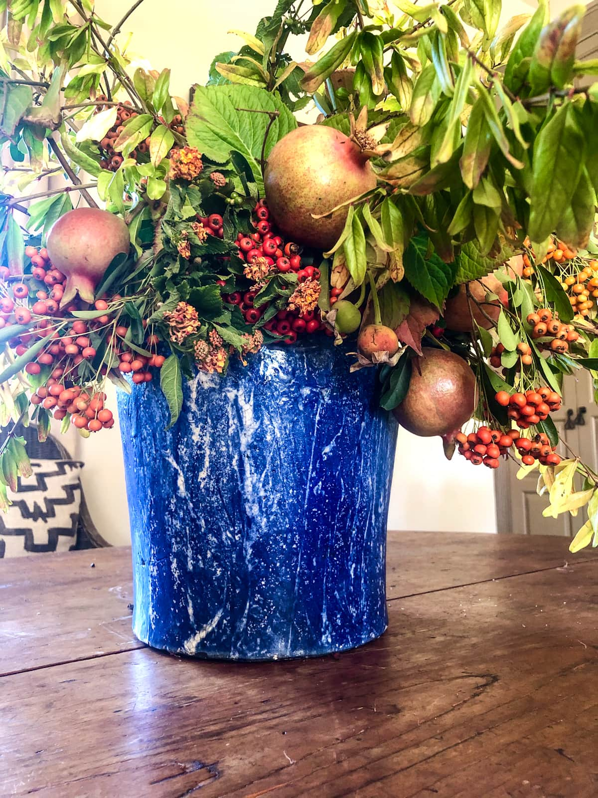 floral arrangement by cindy hattersley with foraged florals