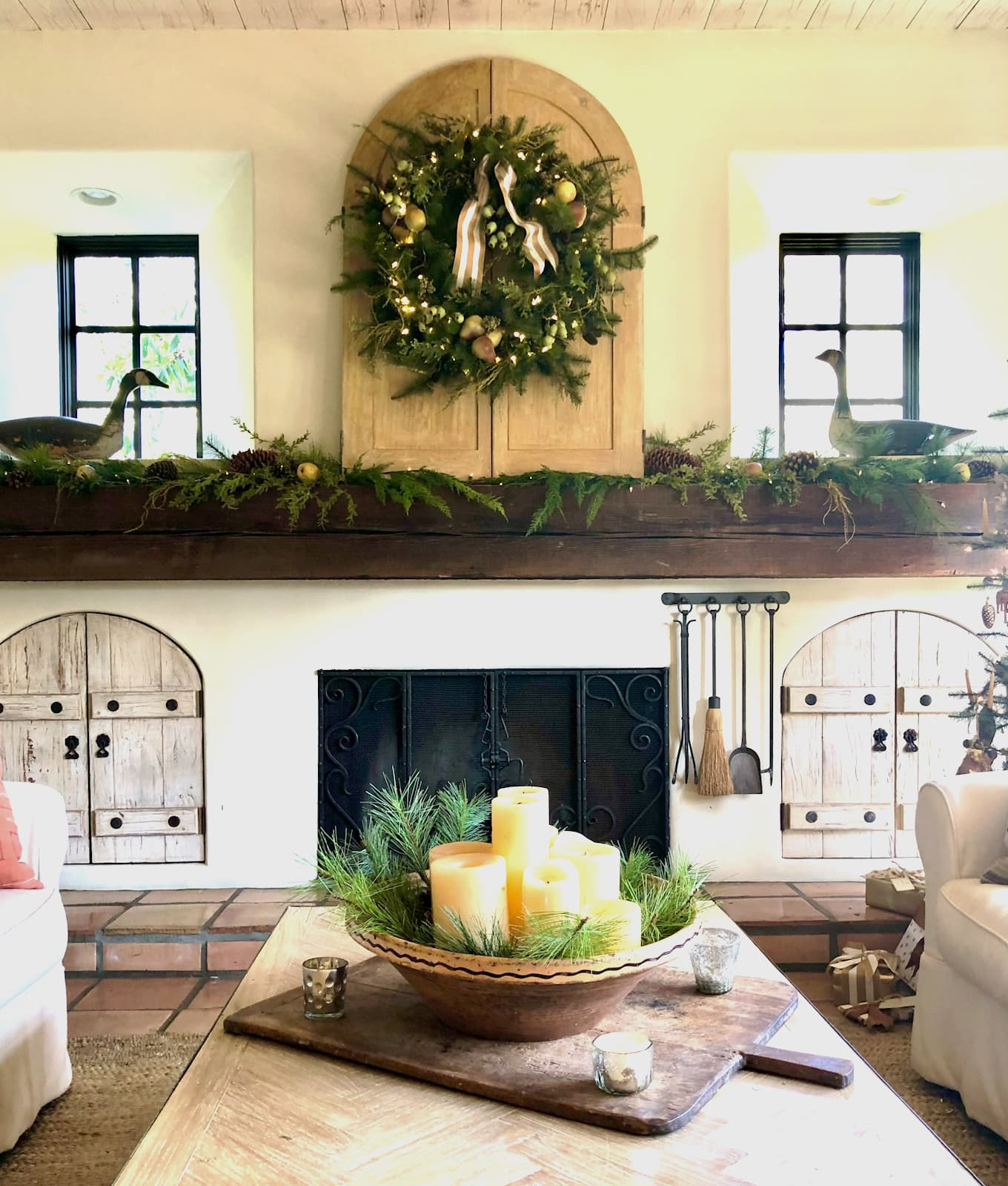 cindy hattersleys fireplace decorated for Christmas