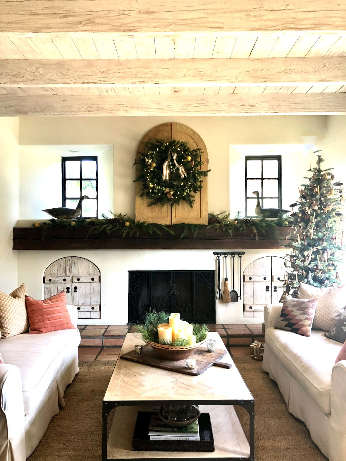 cindy hattersley's family room decorated for Christmas