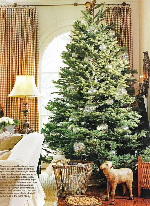 pamela pierce christmas tree in veranda via cindy hattersley's blog