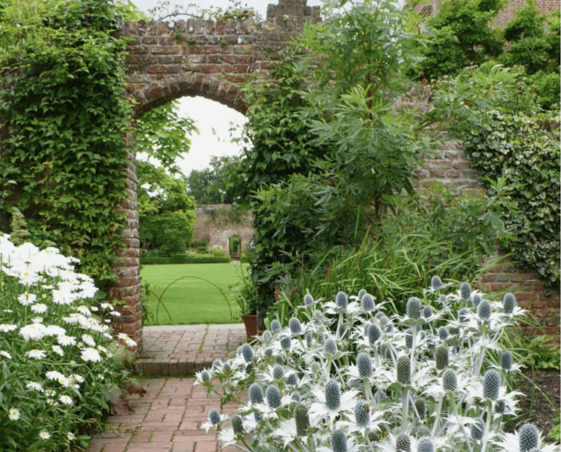 gardenista white gardens
