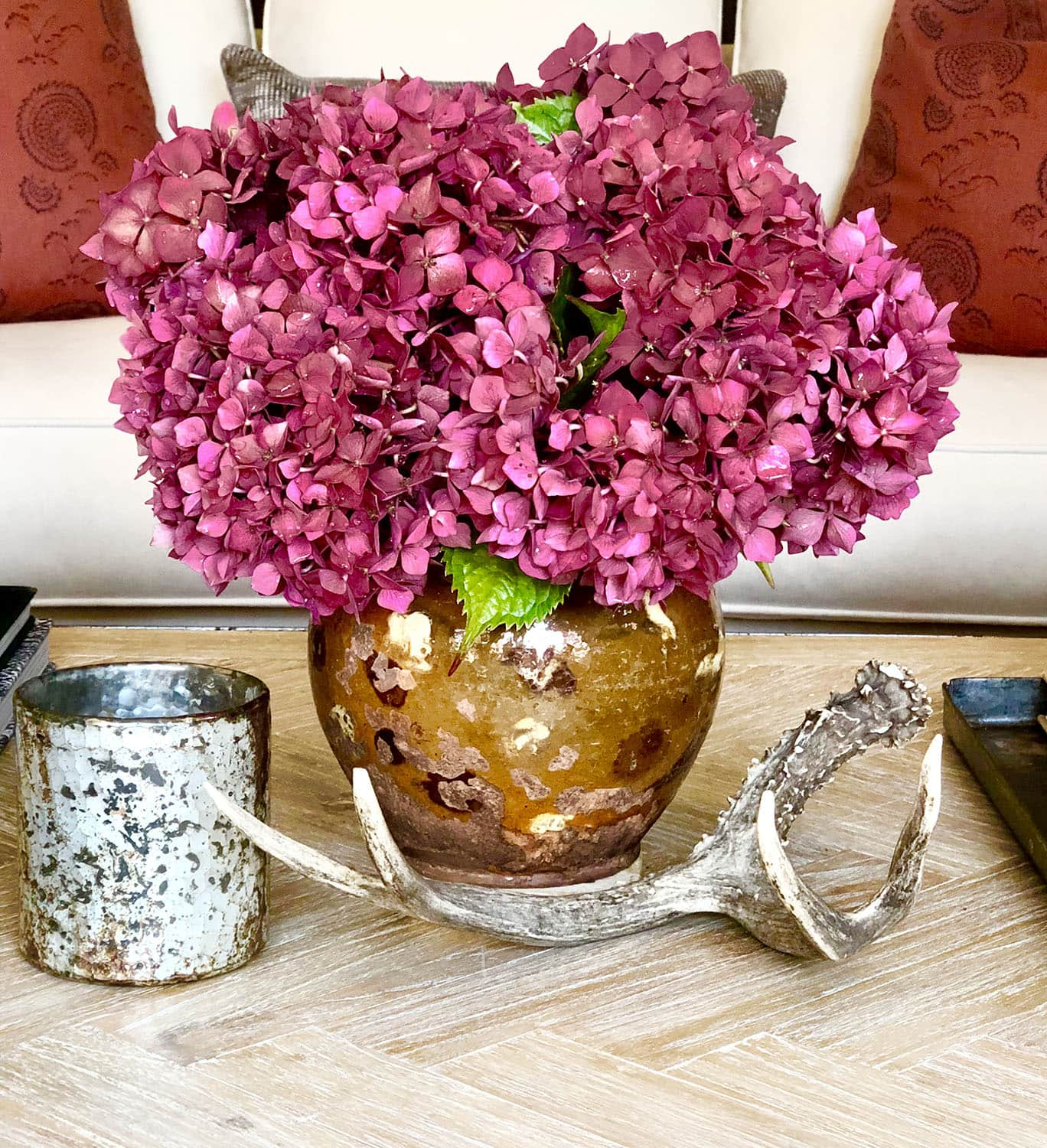 https://cindyhattersleydesign.com/easy-to-create-spring-bottle-tablescape/