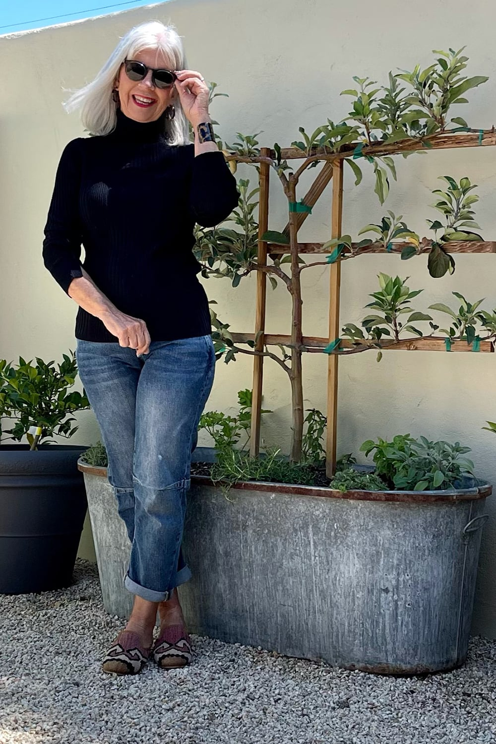 cindy hattersley in pilcro jeans and black turtleneck