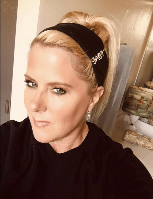AGELESS STYLE kelly grace  swift in black headband